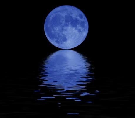 Blue Sky Full Moon But Not Blue Moon >> December 31 2009 New Year S Eve Blue Moon Rhapsody In Books Weblog