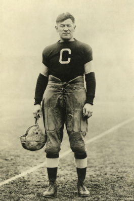 Thorpe with the Canton Bulldogs some time between 1915 and 1920